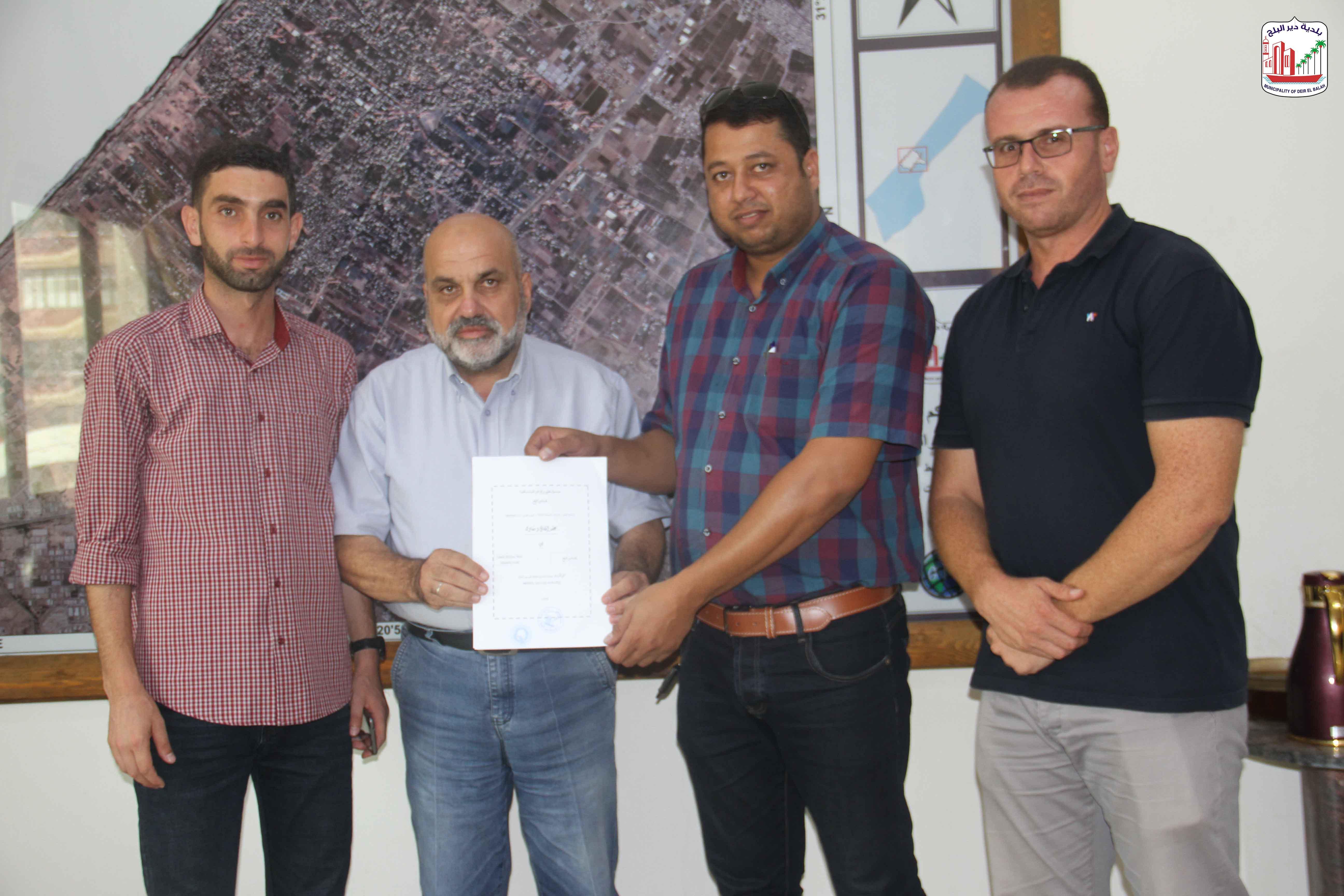 توقيع عقد مشروع صيانة شوارع داخلية