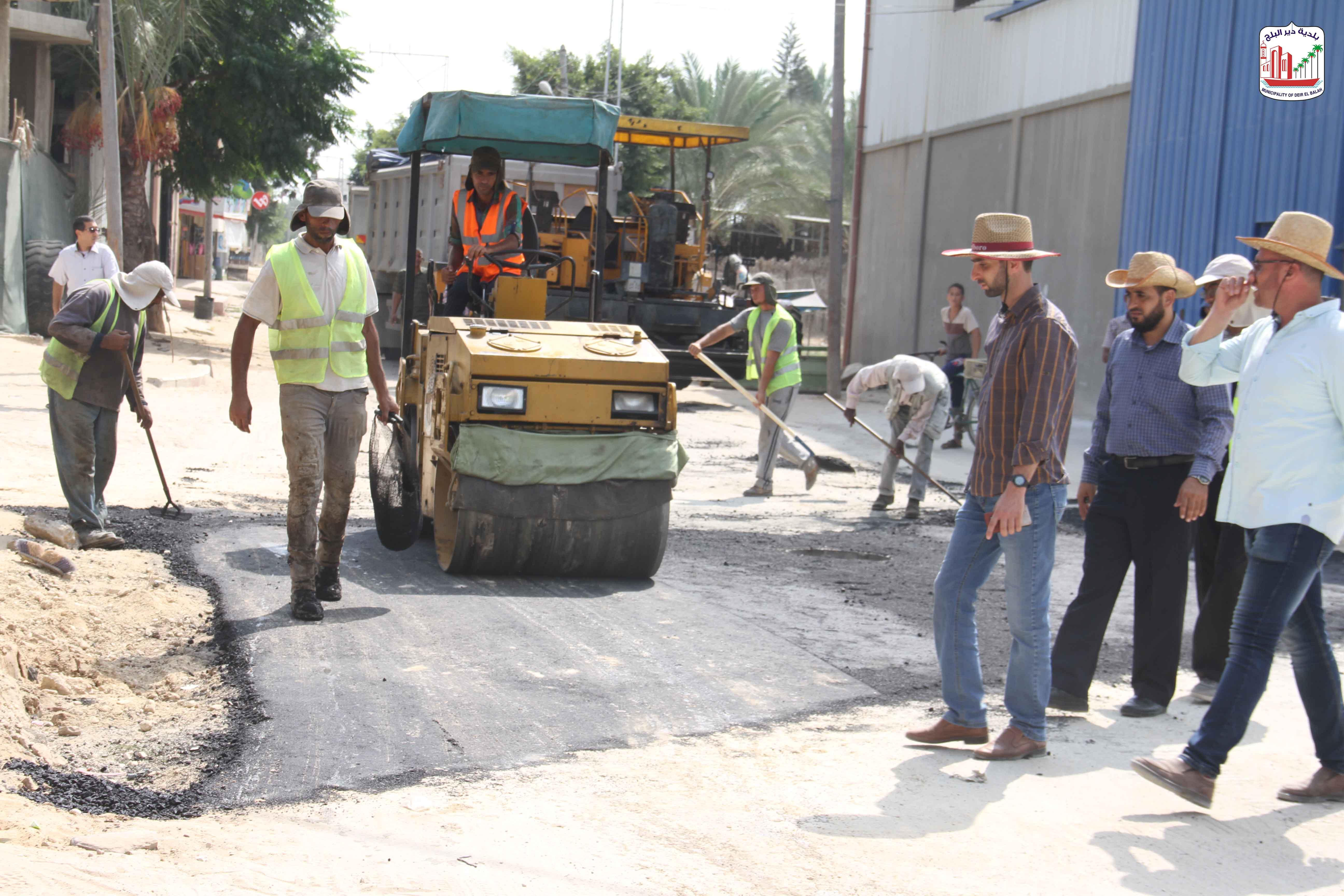 استمرار العمل  في مشروع صيانة شوارع متفرقة بالمدينة