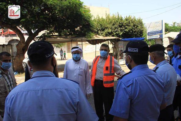 البلدية ولجنة الزكاة خلال جولة ميدانية على عناصر الشرطة  وتقديم الشكر لهم