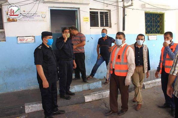 البلدية ولجنة الزكاة خلال جولة ميدانية على مركز الشرطة وتقديم الشكر لهم