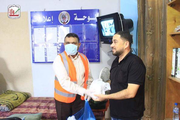 البلدية ولجنة الزكاة خلال جولة ميدانية على شرطة المحافظة الوسطى  وتقديم الشكر لهم