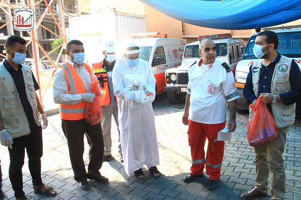 البلدية ولجنة الزكاة خلال جولة ميدانية على الهلال الأحمر الفلسطيني  وتقديم الشكر لهم