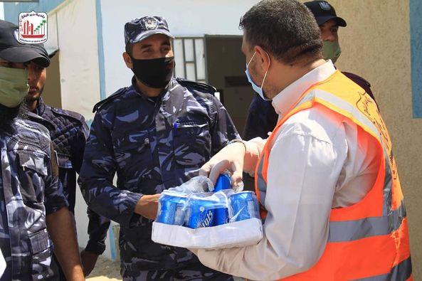 البلدية ولجنة الزكاة خلال جولة ميدانية على شرطة التدخل وحفظ النظام وتقديم الشكر لهم