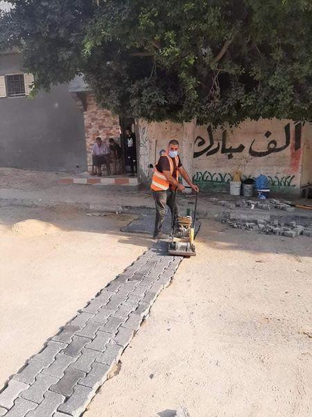 جانب من أعمال الصيانة بشارع جمال عبد الناصر