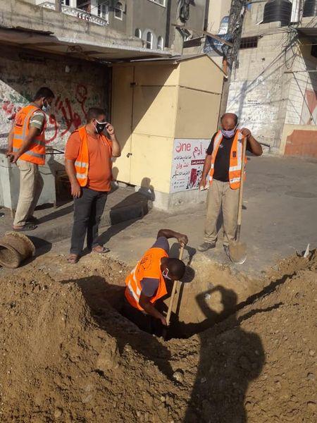 جانب من أعمال تطوير شبكة المياة بالمدينة