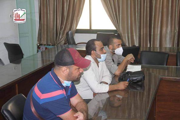 بلدية دير البلح تلتقي وفد من مركز الصداقة الفلسطيني وتبحث سبل التعاون