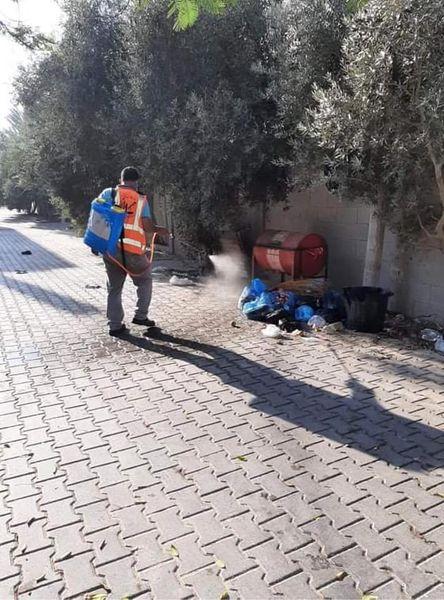 تواصل عمليات التعقيم بمدينة دير البلح