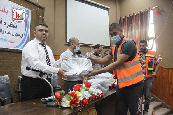 بلدية دير البلح تنظم لقاء تكريمي لصناع الجمال في قطاعات البلدية