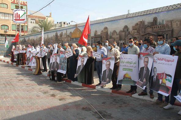 بلدية دير البلح تنظم وقفة مساندة للشعب التركي في أعقاب زلزال إزمير