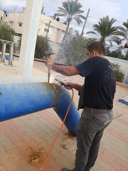 صيانة لمضخة الصرف الصحي بالبركة