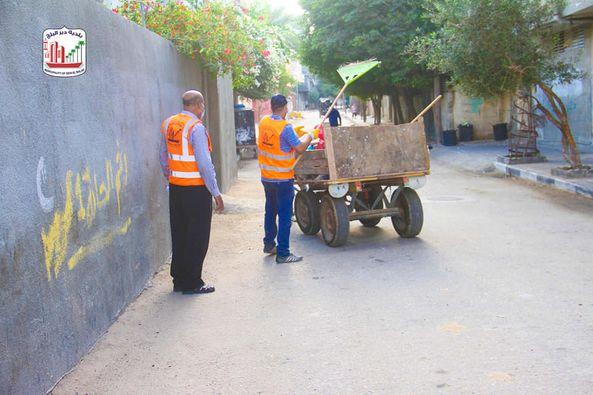 البدء بمشروع تحسين خدمة النفايات الصلبة في دير البلح