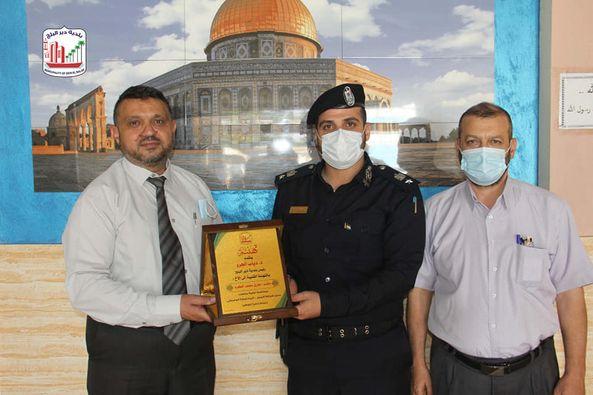 رئيس بلدية دير البلح يزور مدير شرطة البحرية وشرطة المرور للتهنئة بالمنصب الجديد