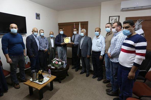 وفد من بلدية دير البلح يزور وكيل وزارة الحكم المحلي لتهنئته بالمنصب الجديد