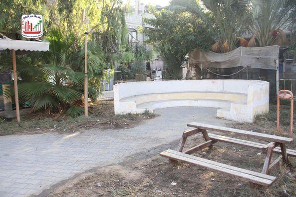 المواطن/ وسام نافذ العبيط ينفذ مبادرة لتنظيف منتزه البصة حيث قامت البلدية بتوفير أدوات النظافة