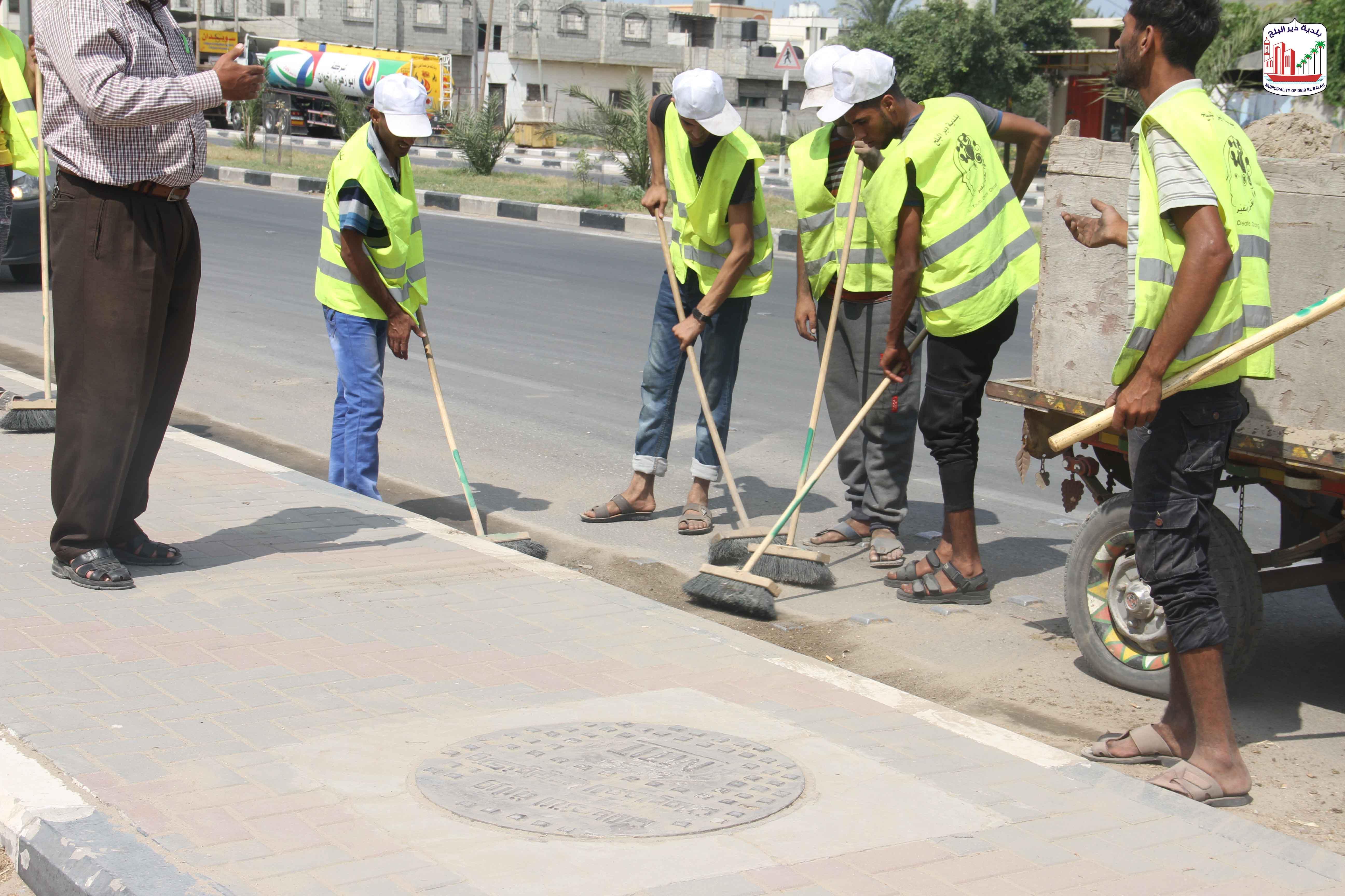 أعمال النظافة في شارع صلاح الدين