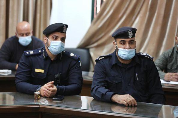 رئيس بلدية دير البلح يلتقي مع الأجهزة الشرطية لبحث آليات ضبط الحالة الوبائية في المدينة