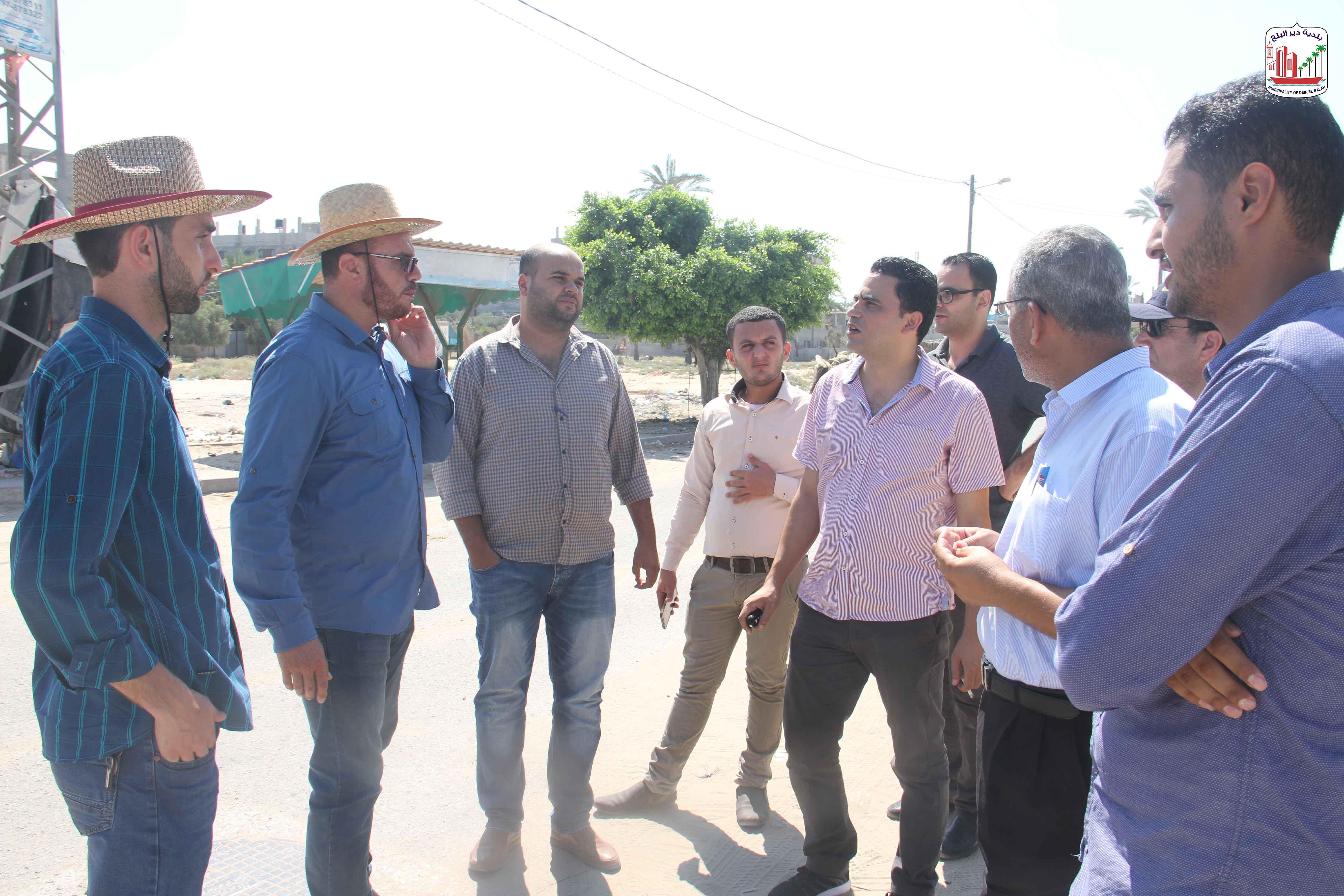 جانب من الاجتماع التمهيدي للمقاولين لمشروع تطوير شارع النخل