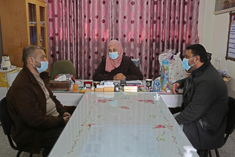 رئيس بلدية دير البلح يطالب بتعزيز وعي الطلاب باجراءات الوقاية والسلامة في ظل استمرار ارتفاع إصابات ك