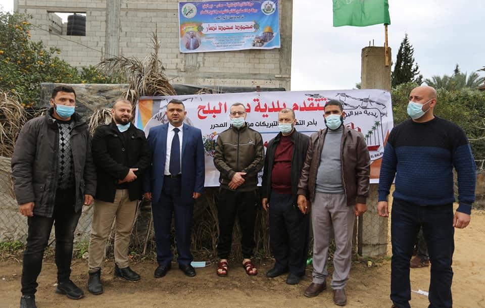 رئيس بلدية دير البلح يهنأ الاسير نصار بالإفراج عنه من سجون العدو الصهيوني