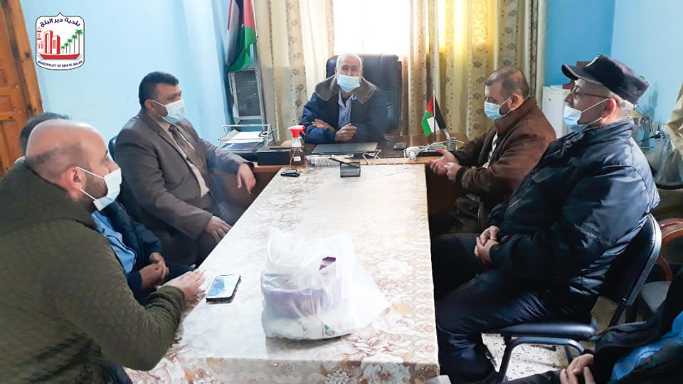 رئيس بلدية دير البلح يثني على عمل الأجهزة الأمنية خلال الاغلاق