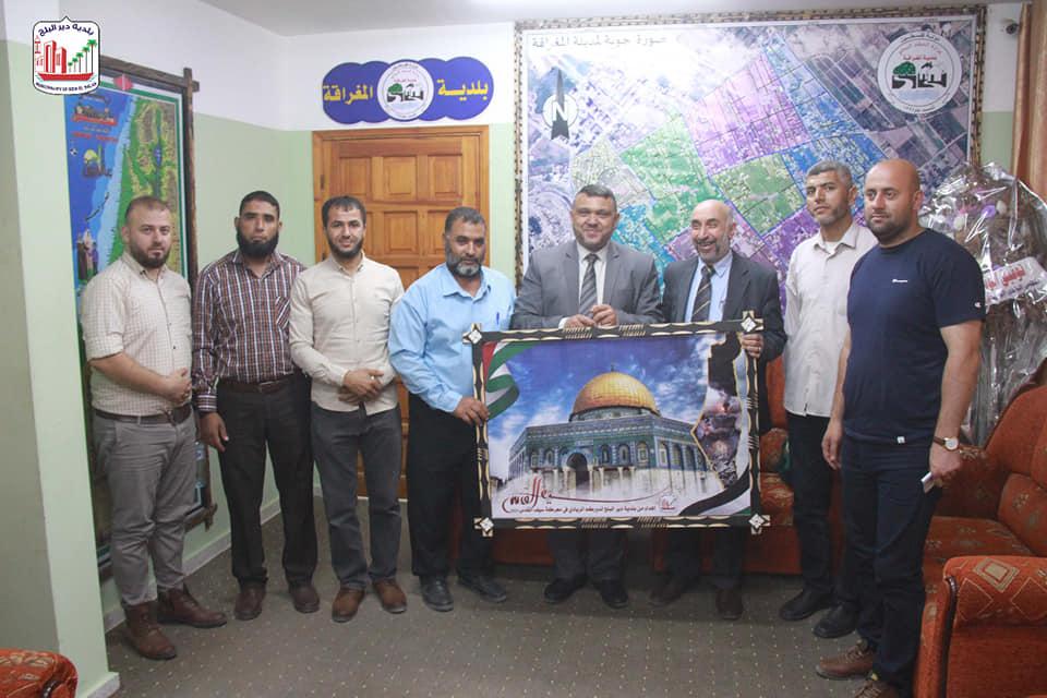 رئيس بلدية دير البلح يشيد بجهود الهيئات المحلية خلال زيارته لرؤساء بلديات المحافظة الوسطى