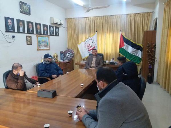 رئيس بلدية دير البلح يبحث تنظيم وترتيب أسواق المدينة