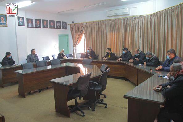 رئيس بلدية دير البلح يؤكد جهوزية طواقم البلدية خلال المنخفضات الجوية