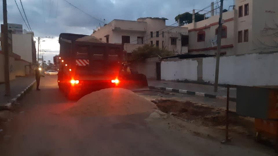 بلدية دير البلح تغلق الشارع المؤدي لمستشفى الأقصى بسبب أعمال الصيانة