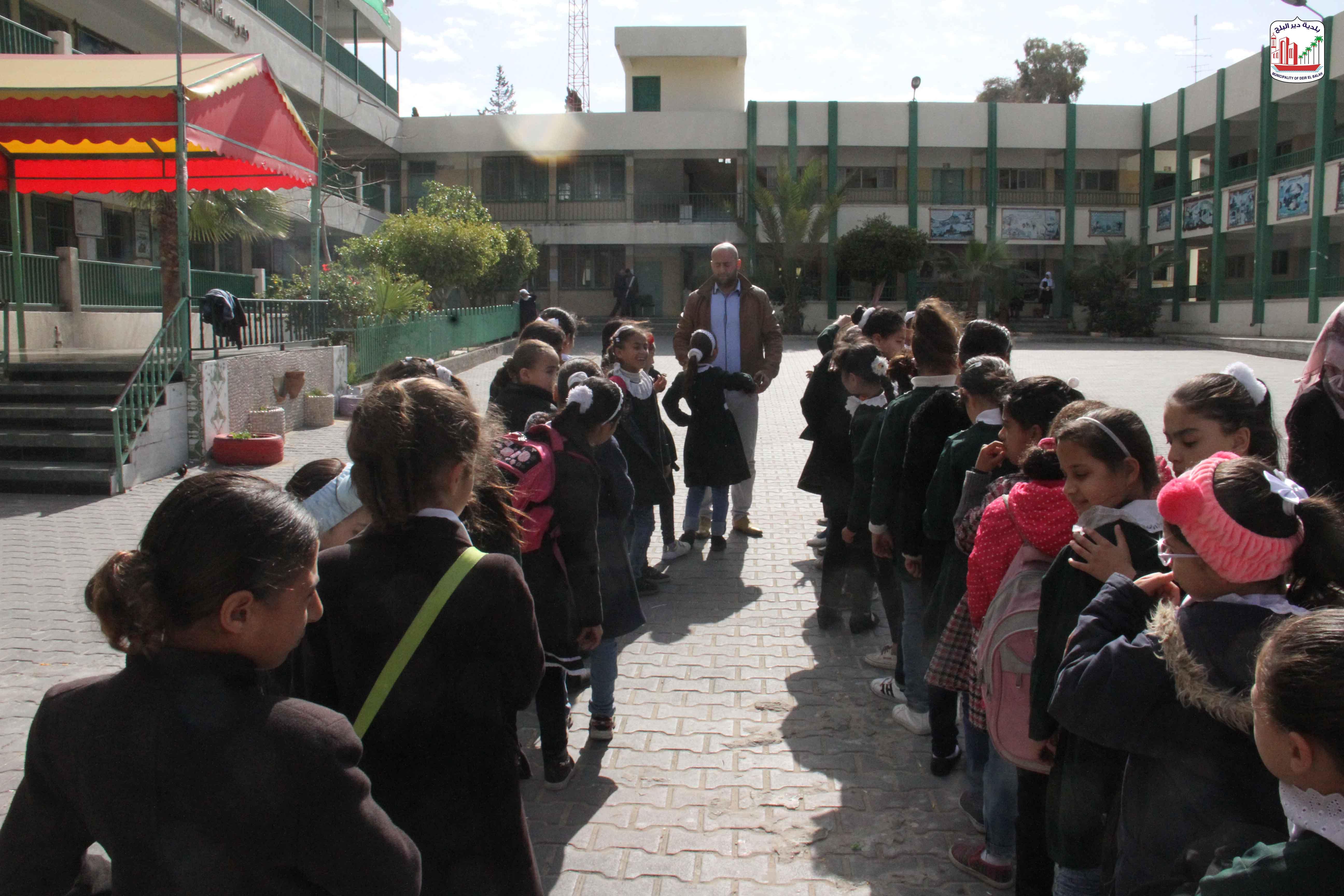 البلدية تنظيم سلسلة لقاءات توعية لطلاب المدارس عن خدمات البلدية وطرق المحافظة عليها