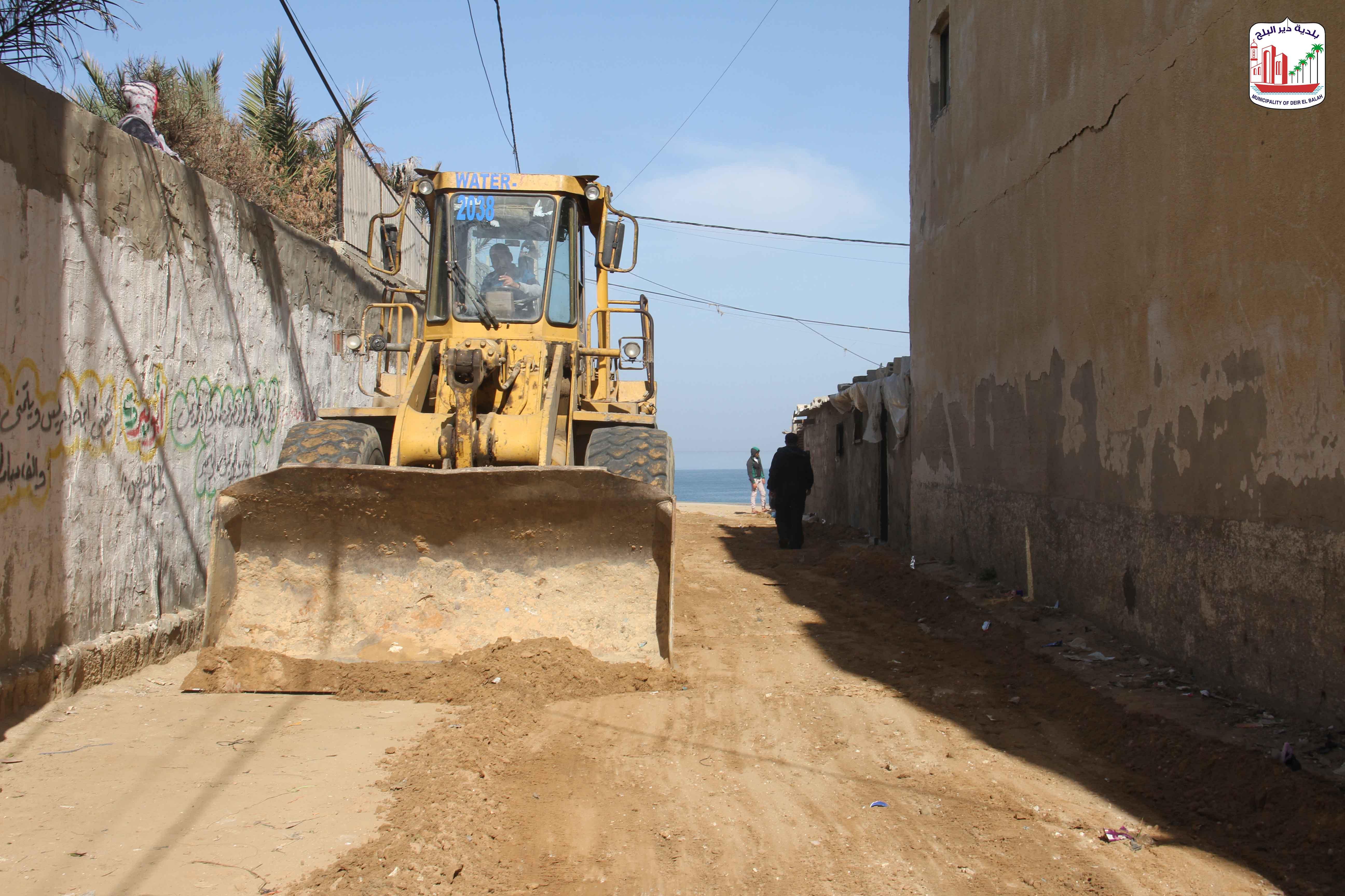 جانب من أعمال مشروع تبليط شوارع منطقة القرعان