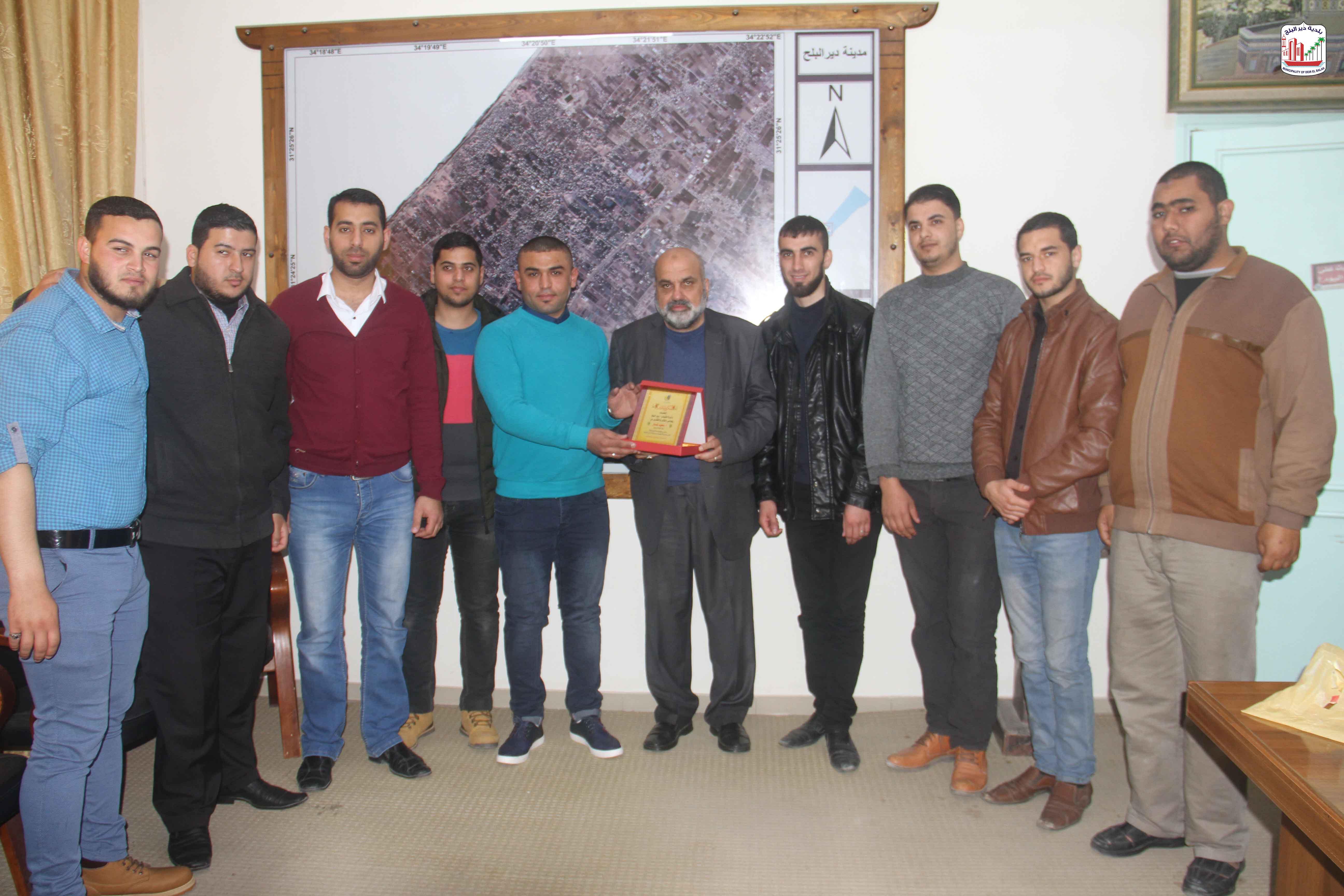 دائرة الشباب- دير البلح تزويد البلدية وتقدم الشكر لرئيس البلدية على جهوده في خدمة الشباب