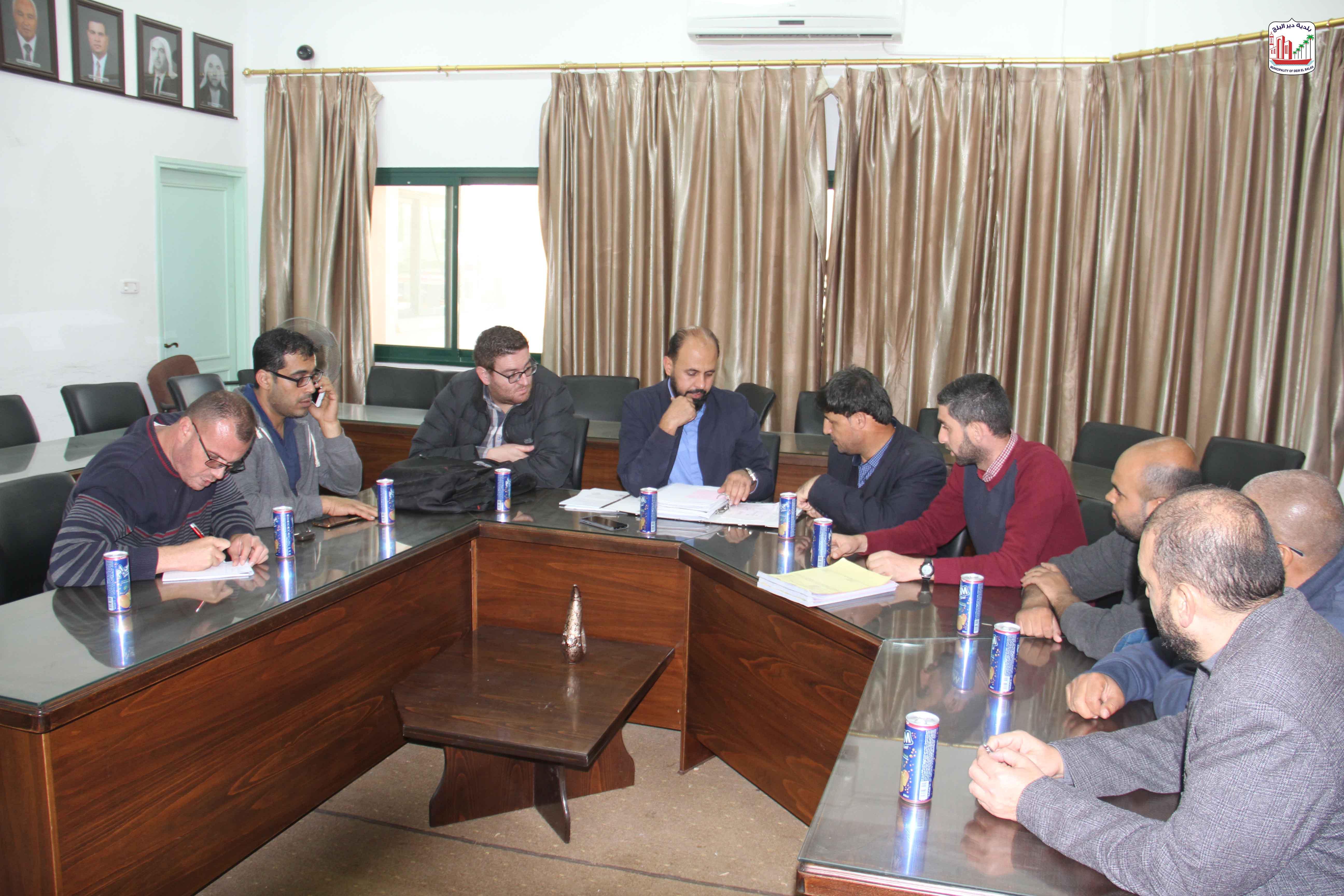 ممثلين عن البنك الدولي يزورون موقع مشروع شارع النخل