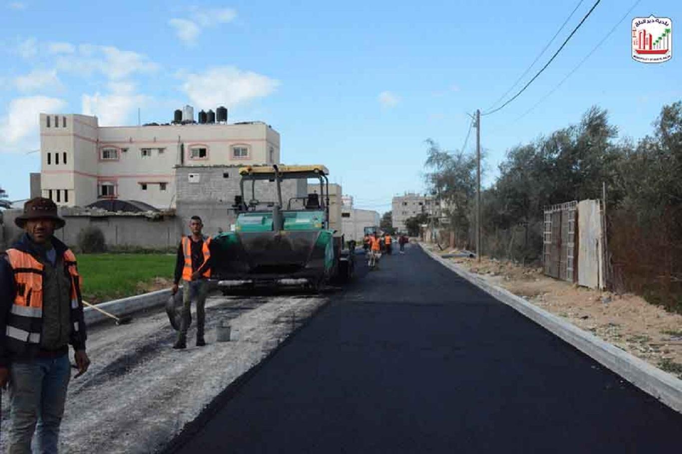 البدء بالمرحلة الثانية من أعمال رصف شوارع المنطقة الصناعية بالاسفلت ضمن مشروع تطوير المنطقة الصناعية