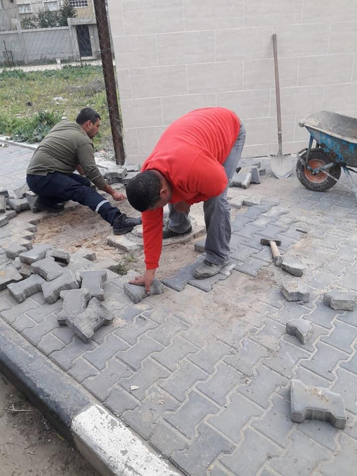 قسم الصيانة في بلدية دير البلح  مستمر في أعمال الصيانة لطرقات وشوارع المدينة