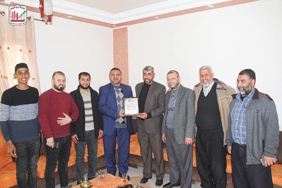 استمرار مشاركة موظفي البلدية مناسباتهم الإجتماعية وتهنئة د.خالد أبو مساعد بحصوله على درجة الدكتوراة
