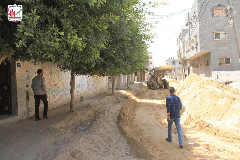 استمرار العمل بمشاريع البنية التحتية بالمدينة