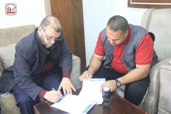 بلدية دير البلح توقع على حفر وإنشاء بئر مياه جديد فى المدينة