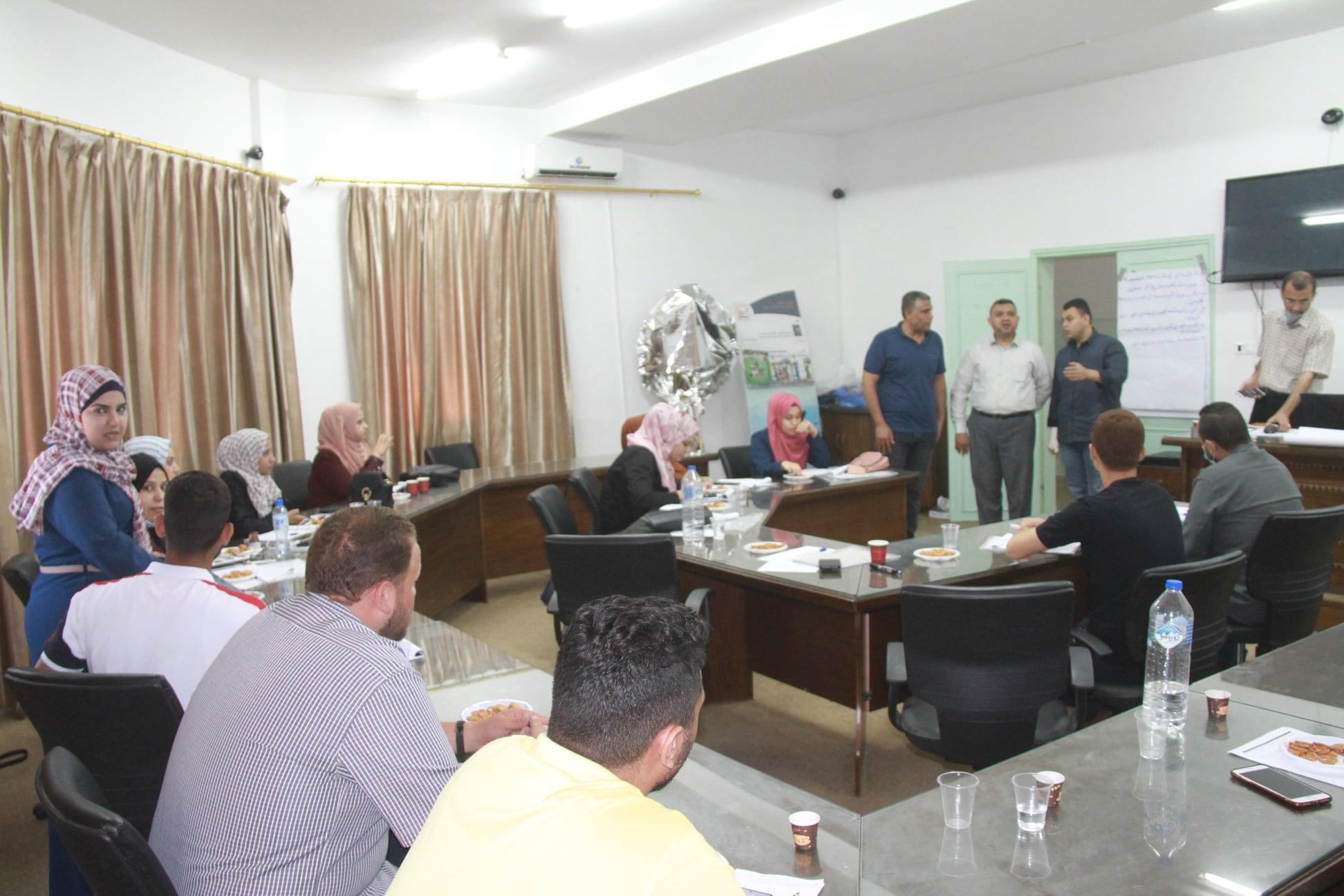 رئيس بلدية دير البلح يؤكد على دور الشباب في خدمة المجتمع المحلي