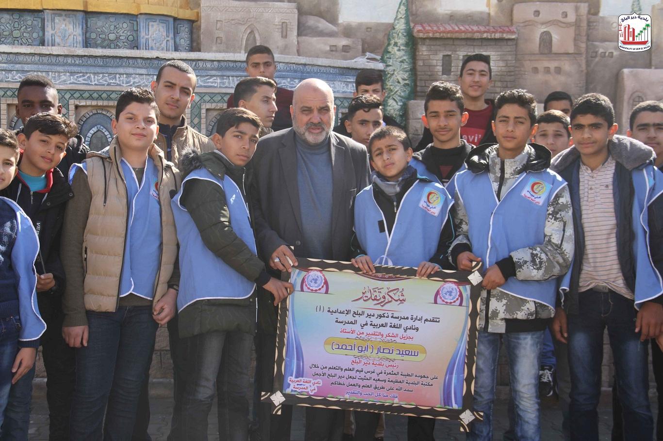 طلاب نادي اللغة العربية بمدرسة ذكور دير البلح الإعدادية