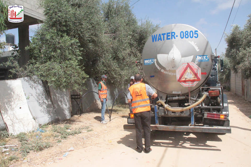 توفير المياة ل30 منزل بعد الضرر الذي لحق بخطوط المياه في المناطق التي طالها القصف