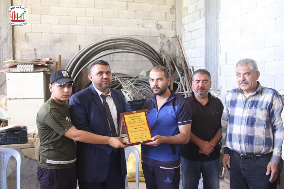 بلدية دير البلح تنظم زيارات لعوائل شهداء معركة سيف القدس بالمدينة