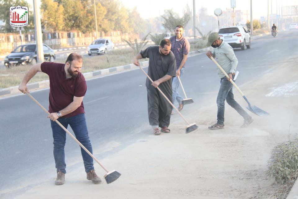 لقطات من حملة حنزبطها خلال العمل على تنظيف شارع صلاح الدين من آثار ركام القصف الصهيوني