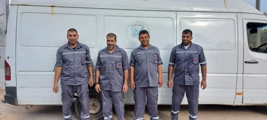 بلدية دير البلح توًحد زي العاملين خلال مهام العمل