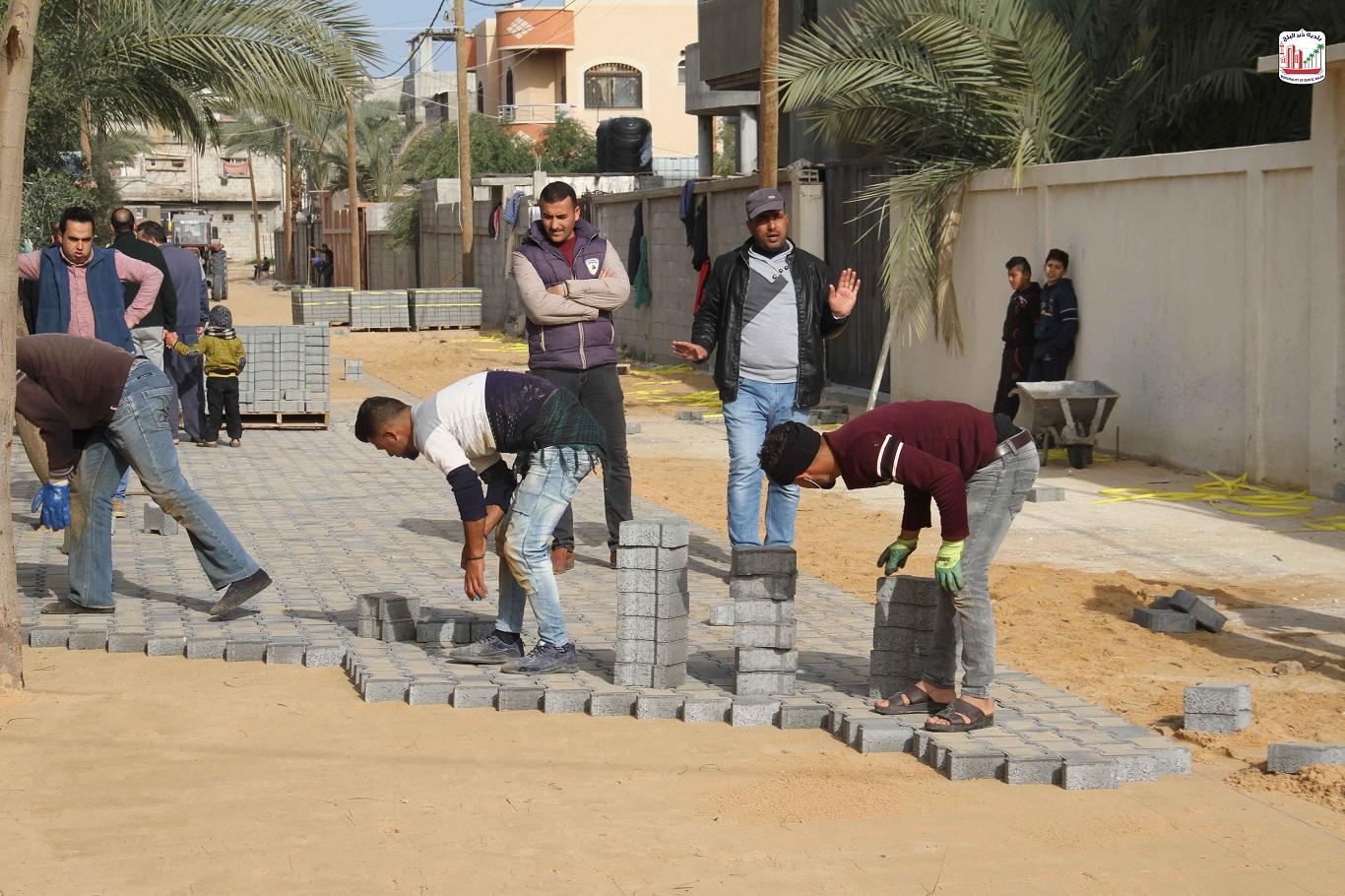 الانتهاء من تبليط شوارع داخلية ضمن مشروع تبليط شوارع داخلية بمدينة دير البلح