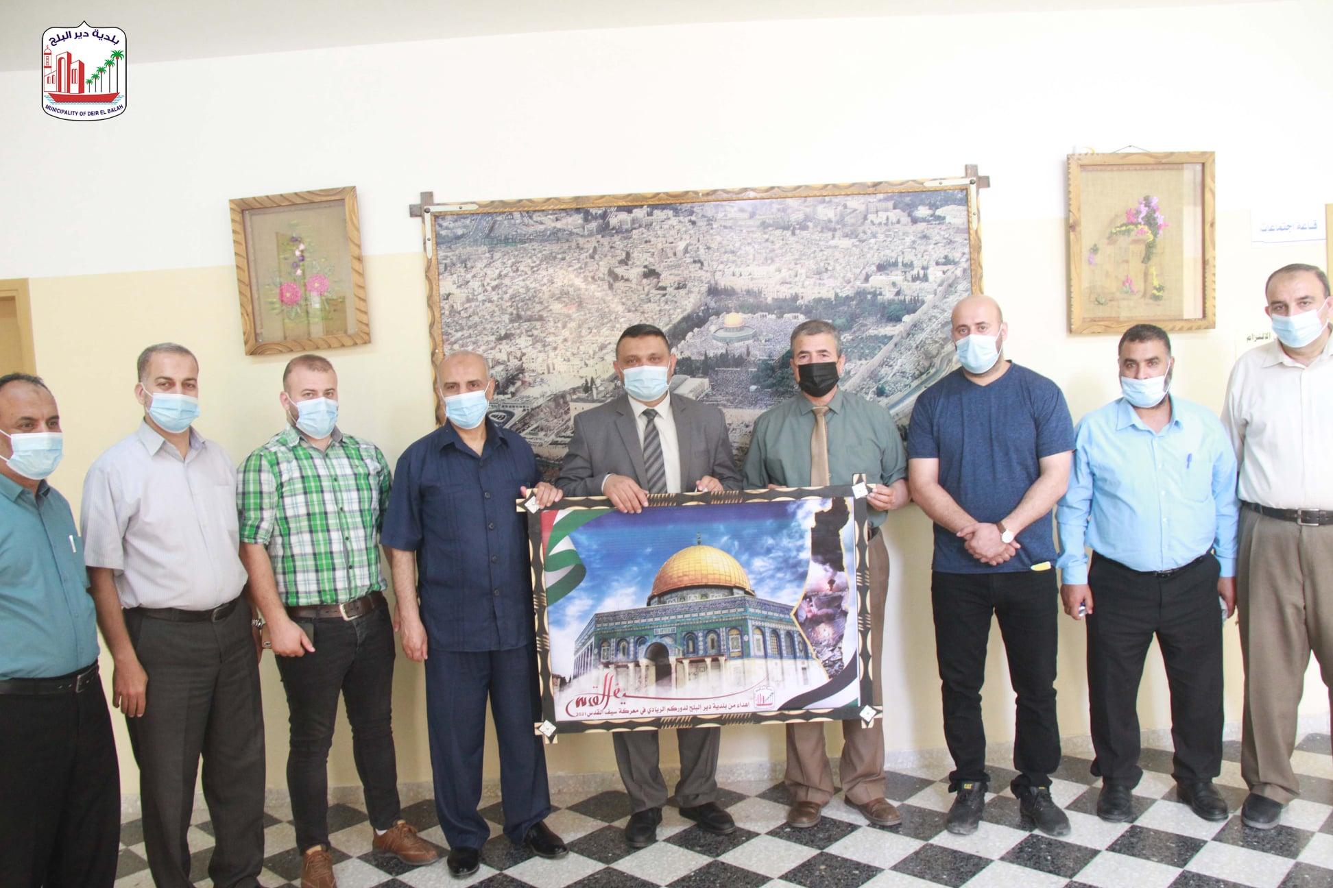 رئيس بلدية دير البلح يقوم بزيارة مديرية التربية والتعليم ومكتب عمليات الوكالة بالوسطى