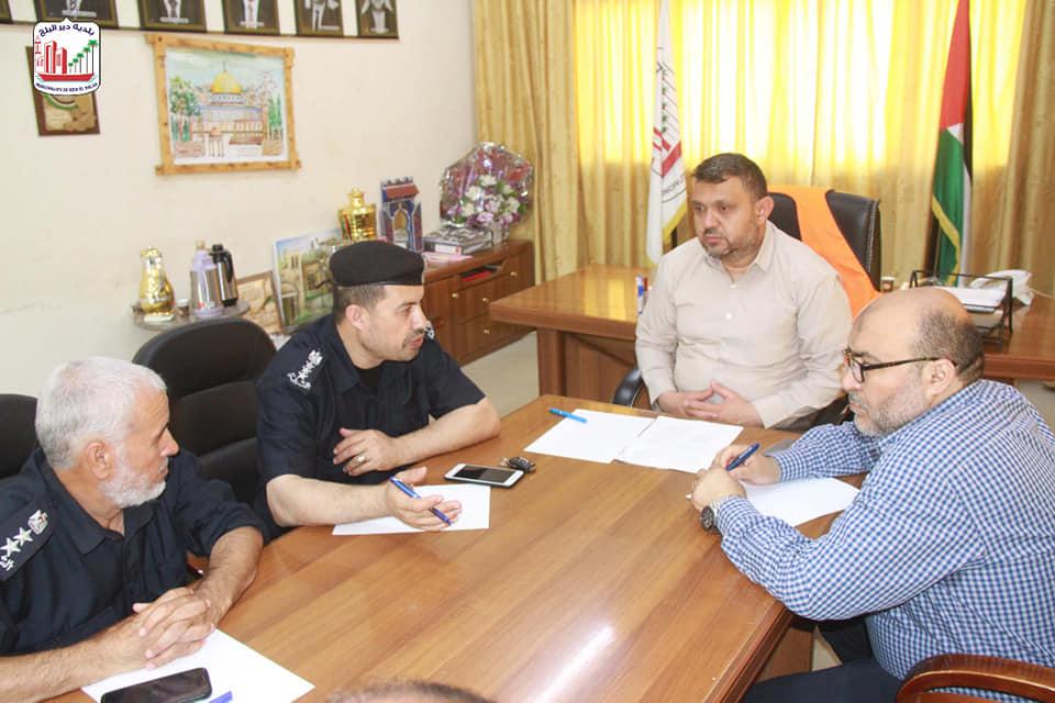 بلدية دير البلح تعلن عن إعادة افتتاح سوق الثلاثاء فور الانتهاء من تطعيم أصحاب البسطات