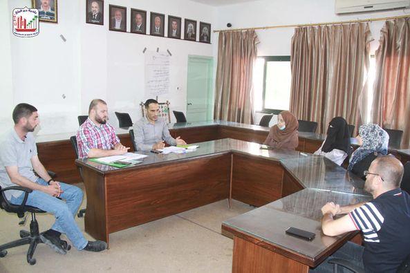 بلدية دير البلح تعقد لقاء للمستفيدين من مشروع الإنعاش الاقتصادي من خلال توفير العمل الكريم