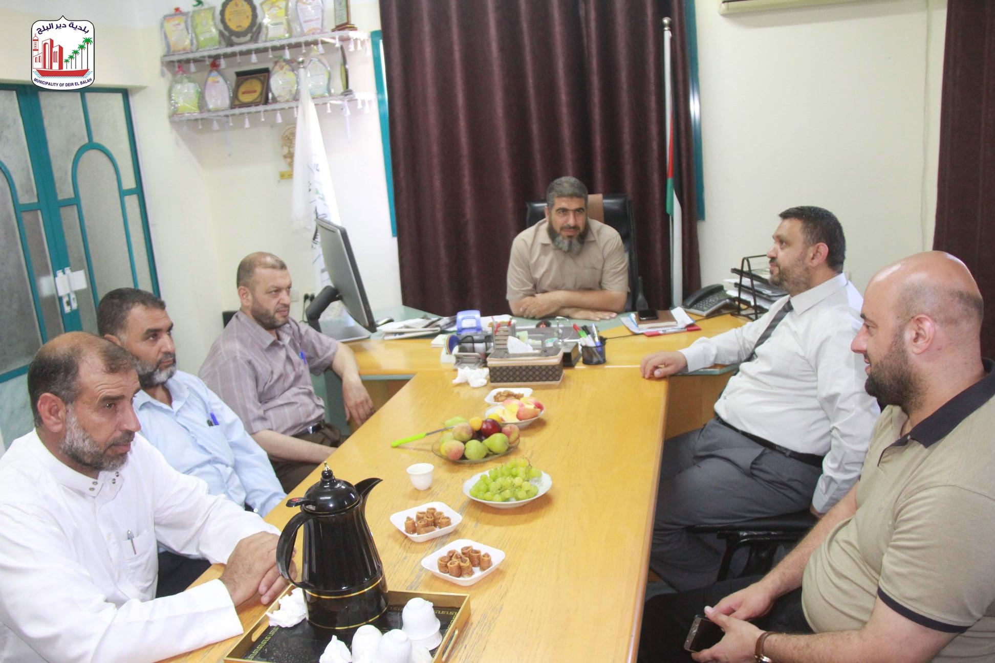 رئيس بلدية دير البلح يشيد بأداء الهيئات المحلية خلال معركة سيف القدس