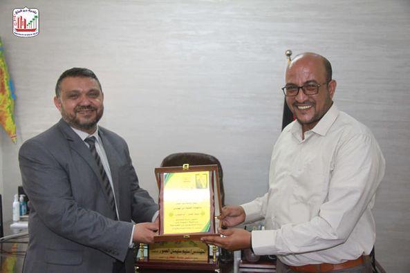 رئيس بلدية دير البلح يلتقي رئيس بلدية الفخاري