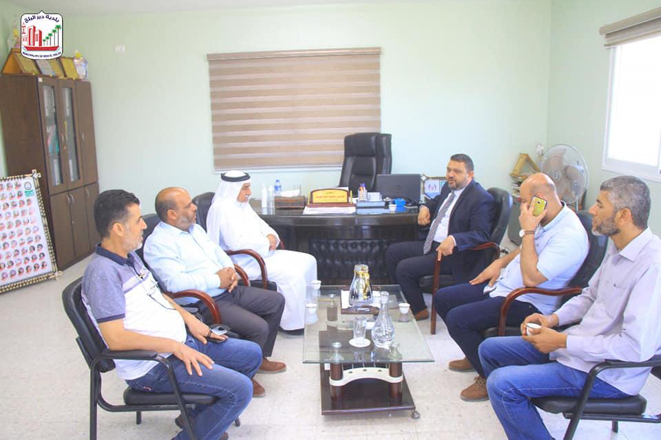 رئيس بلدية دير البلح خلال زيارته لرؤساء بلديات شمال غزة يثني على عملهم وصمودهم خلال الحرب الأخيرة